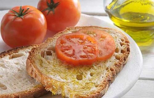 Liebevoll arrangiertes Frühstück