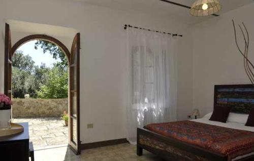 Schlafzimmer mit direktem Ausgang in den Garten