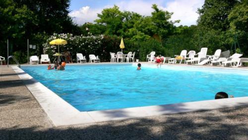 Herrlich großer Swimmingpool