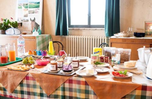 Das liebevoll arrangierte Frühstücksbuffet