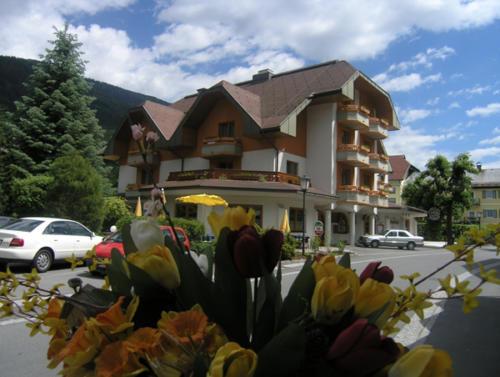 Die Außenansicht des All Inclusive Familienhotels in Kärnten