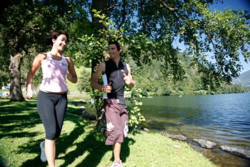 Am Feldsee in Kärnten gibt es auch wilde Badestellen