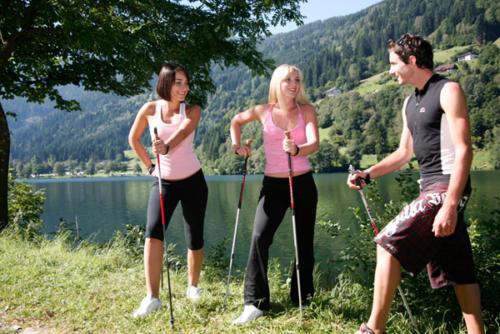 Jogger und Nord Walker finden am Feldsee in Kärnten beste Bedingungen
