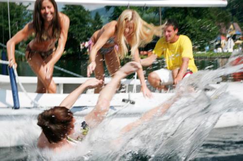 Heitere Bootstour mit dem ein oder anderen Badestop auf dem schönen Feldsee in Kärnten