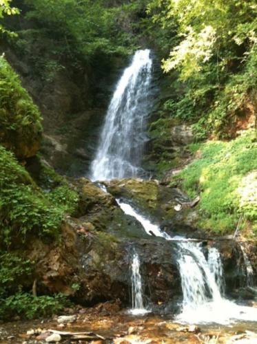 Der romantische Wasserfall oberhalb unseres All Inclusive Familienhotels
