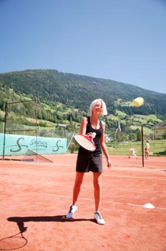 Auf den hoteleigenen Tennisplätzen können Sie Ihr privates Match ungestört austragen