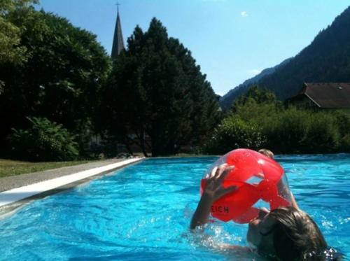 Der schöne Swimmingpool im Garten unseres All Inclusive Hotels ist die Hit bei den Kindern
