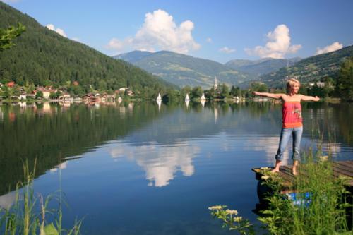 Besonders Familien fühlen sich am kleineren Feldsee sehr wohl
