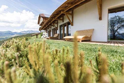 Private Terrasse und Gartenteil auf unserem Südtiroler Bauernhof