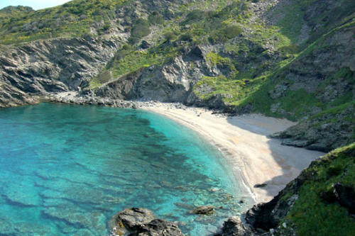 Sardinien ist für seine traumhaft weissen Sandstrände beliebt und berühmt