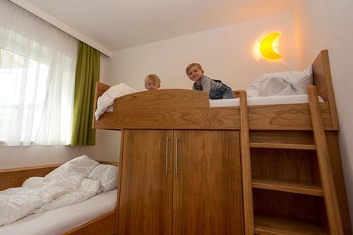 Keine Platzprobleme in den gemütlich ausgestatteten Familienzimmern unseres Hotels in Flachau