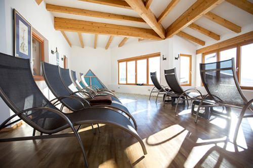 Wellness mit Aussicht auf die Berge erwarten die Gäste im Familienhotel Flachau