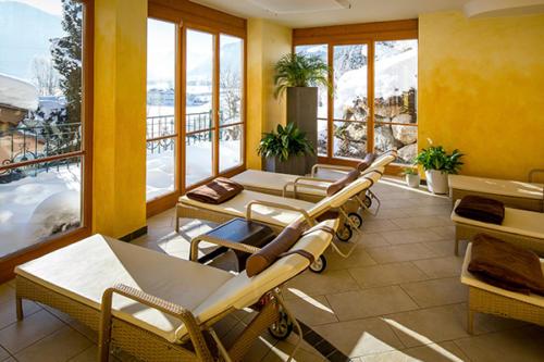 Licht und Wärme im Wellnessbereich unseres Familienhotels in Flachau geniessen