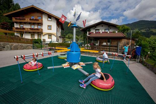 Die Kinder werden sich über die umfangreiche Spielausstattung unseres Familienhotels Flachau freuen