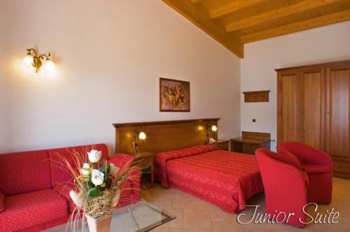 In einer Juniorsuite haben Familien in unserem Hotel in Tremosine besonders viel Platz