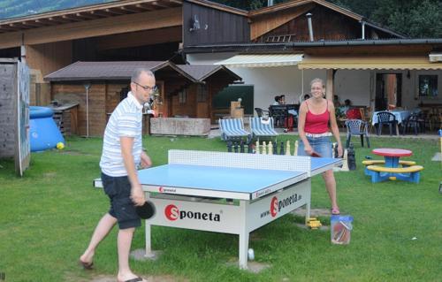 Tischtennis auf dem Bauernhof, nicht nur für die Kinder