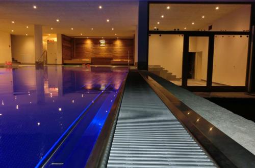 Herrliches In - und Outdoorschwimmbad